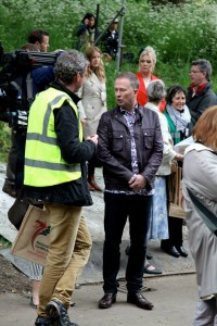 star-turn-gardeners-toby-buckland-and-kim-wilde-behind-on-a-break-from-filming-at-rhs-chelsea-photo-carl-stringer-200x300