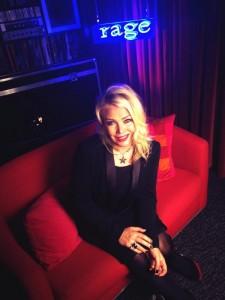 Kim Wilde - Rage TV Australienne  - 14 et 15/12/2013 dans Kim Wilde TV bwmctnhcqaas80g-225x300